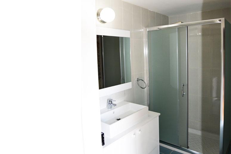 Traditional Garden Room - Bathroom