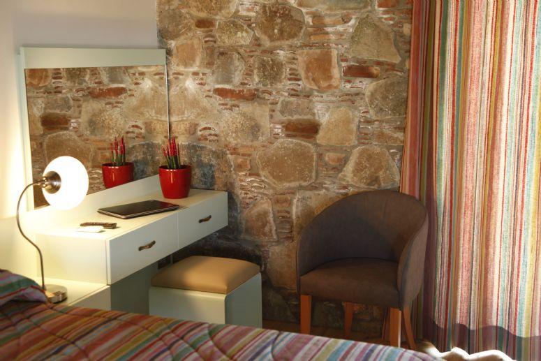 Garden Room Deluxe bedroom - leisure or even work